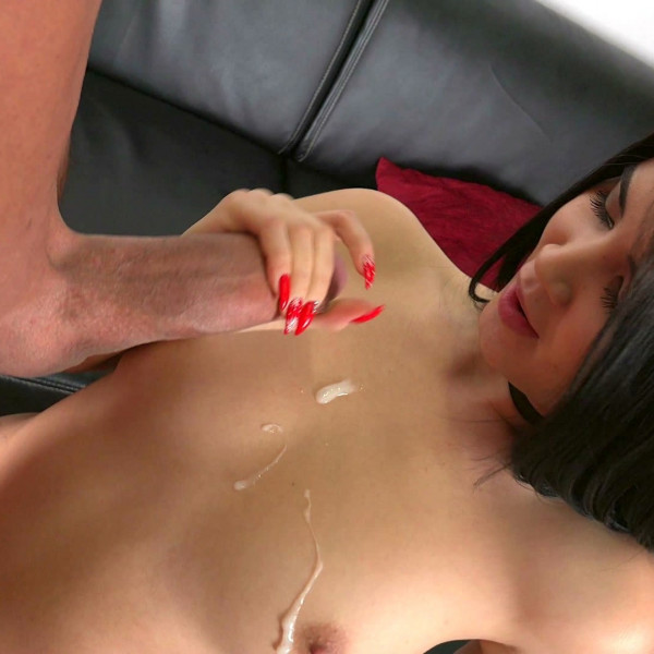 Lady Dee lets lick her pussy and ass - Photo 15 / 16